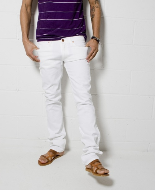 Why Looking Good In White Jeans Is As Simple As ABC | Camo Shorts
