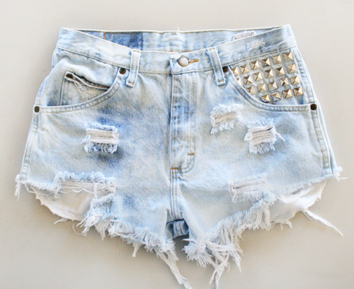 Simple Tips To Look Cool In Denim High Waist Shorts | Camo Shorts