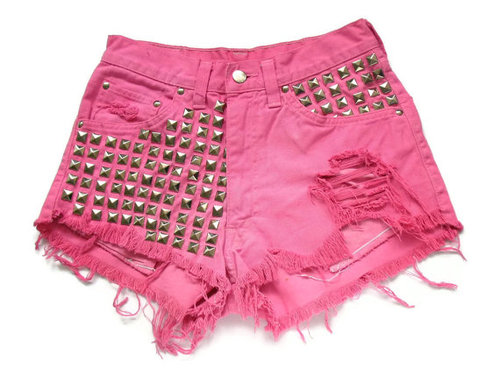 A Fashionista's Style Guide On Studded Shorts | Camo Shorts